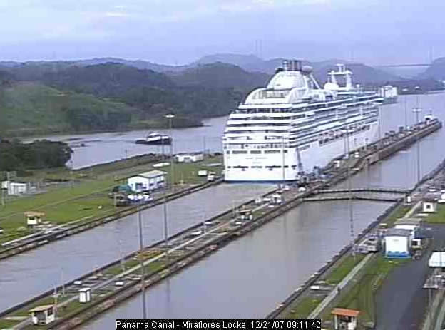 Miraflores Locks photo 2