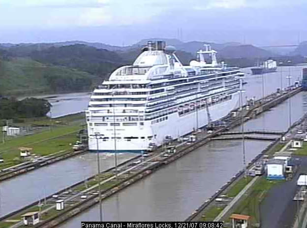 Miraflores Locks photo 1