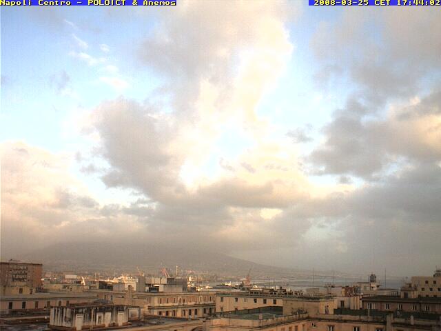 Naples centre photo 3